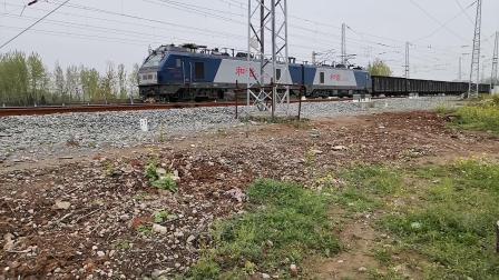 20200404 132221 阳安线HXD2货列通过王家坎站