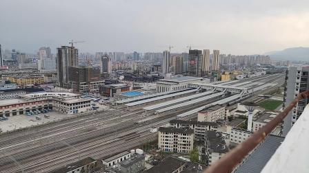 20200404 170142 西成高铁G90次列车高速通过汉中站