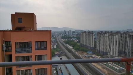 20200407 170148 西成高铁G90次列车高速通过汉中站