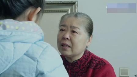 梓涵看见奶奶坐轮椅,知道奶奶腿脚不好,打水给奶奶洗脚!