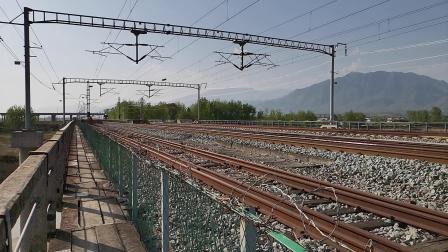 20200408 164438 阳安线HXD2运粮专列通过褒河站