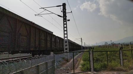 20200411 161228 阳安线HXD2货列进褒河站