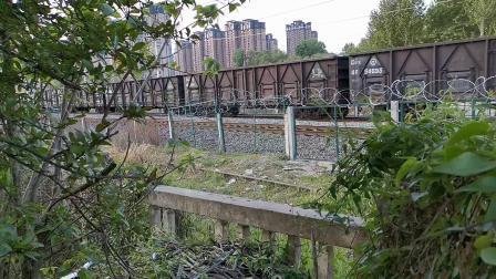 20200411 173441 阳安线HXD2货列通过道口(原)接近汉中站