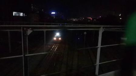 20200414 211557 阳安线客车K1363次列车晚点1小时出汉中站