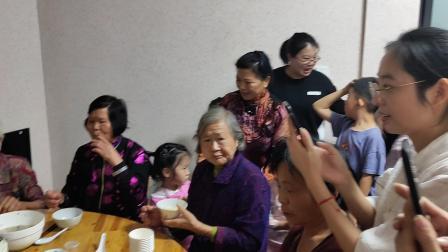 奶奶90大寿儿孙们齐聚一堂