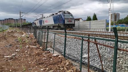 20200418 161935 阳安线HXD2货列进汉中站,尾挂中铁特货