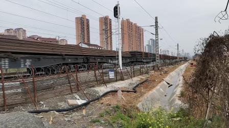 20200419 172622 阳安线HXD2货列出汉中站,前挂长钢轨运输车