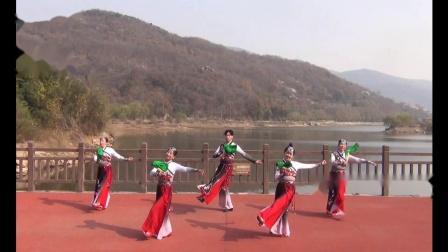 扇舞  第八套健身秧歌 《盛世秧歌》表演者 馨儿 妮儿 宝儿 鱼儿 泓儿 摄于2020-11-28