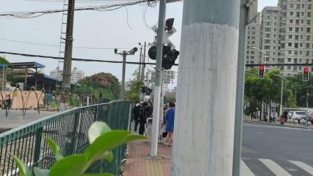 西瓜7249单机通过北杨殷高西路道口