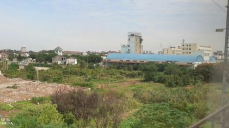 C3852行驶在大弯道后通过小站并通过南京长江大桥