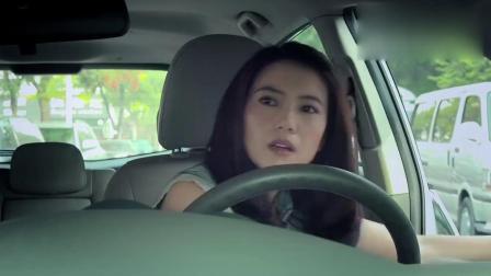 女司机停车技术太烂,被人迅速抢了车位,女司机的报复让他后悔