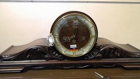 给德国赫姆勒机械座钟壁炉座钟上弦