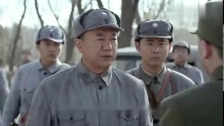 国军长官瞧不起彭德怀,故意戴手套握手,看彭总怎么霸气处理