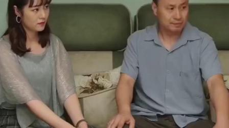乡村爱情:广坤刁难小蒙腾飞,王老七给女儿撑腰:俺拿铁锹拍他!