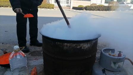 东营老中医黑膏药制作工艺炼油下丹实录
