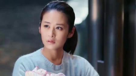 总裁在车站遇见前女友,见她一人抱孩子流泪,总裁瞬间心疼