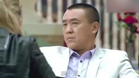 俄罗斯美女中文生硬,却依然和小伙讨价还价,说中文搞笑了!