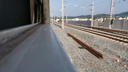 20200516 072102 阳安线客车8361次列车通过勉县站交汇HXD2货列