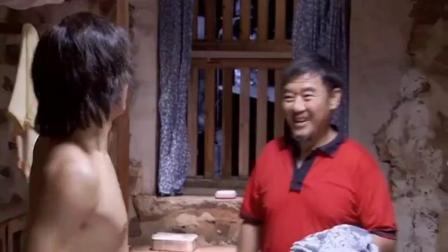 男子对家里保姆一见钟情,半夜却发现大伯和保姆关系不正常!