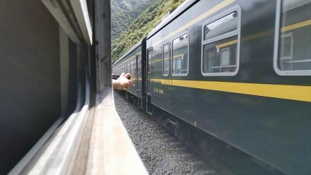 20200516 152929 宝成线客车6063次列车王家沱站交汇K546次列车