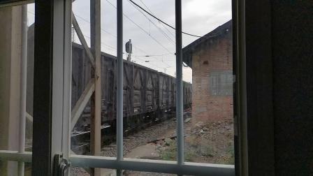 20200516 183445 宝成铁路HXD2货列通过阳平关站进入阳安铁路