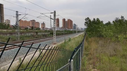 20200519 170327 西成高铁G90次列车高速通过汉中站