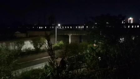 20200525 212946 阳安线客车K351次列车进汉中站,司机鸣电笛