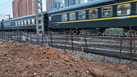 20200530 195059 阳安线客车K257次列车进汉中站