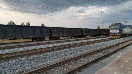 20200531 193520 阳安线客车K257次列车通过王家坎站,尾挂原色(红色)25G