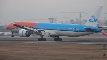 """荷航""""橙色骄傲""""降落杭州萧山国际机场"""