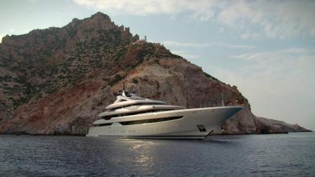 再来看看95米长的O'PARI(奥帕里)号豪华游艇