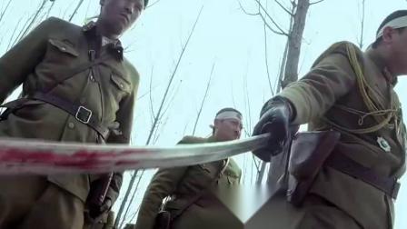 日本鬼子上刺刀准备冲锋,八路军却拿竹子做武器,一寸长一寸强?