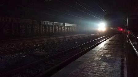 20200611 212504 阳安线客车K351次列车通过王家坎站