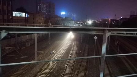 20200615 212953 阳安线客车K205次列车晚点出汉中站