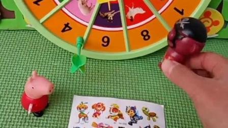 小猪佩奇来要贴纸,小海盗不给佩奇,让佩奇和自己玩游戏