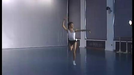 北舞附中古典舞舞蹈基础基本功示例课 男班2年级第1学期3 跳的训练