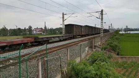 20200619 194804 阳安线HXD2货列运行于褒河站至汉中站区间,中间挂保温(冷藏)车