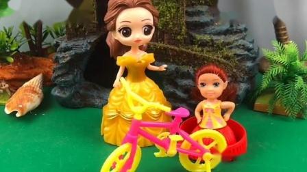 白雪贝尔教孩子骑自行车,贝尔公主很暴躁,大家喜欢白雪还是贝尔