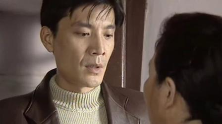 由于叛徒甫志高的出卖,成岗和余新江不幸被捕,在监狱里受到敌人的严刑拷打