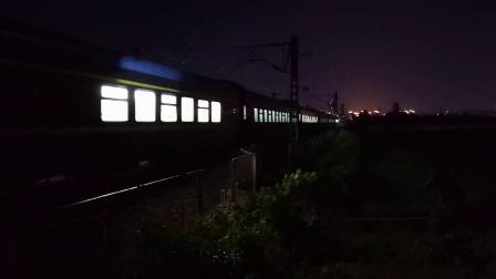 20200702 211740 阳安线客车K205次列车汉中站至褒河站区间交汇HXD2货列