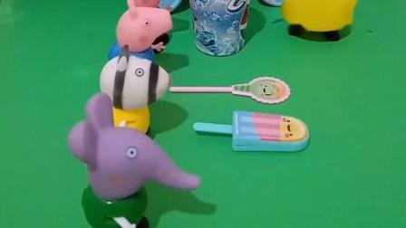 兔小姐带着购物车来找小朋友,送给佩奇一杯可乐,乔治一个棒棒糖