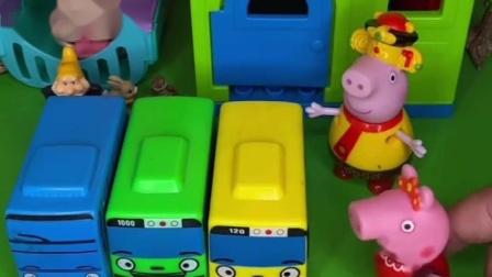 小猪佩奇发现玩具,以为猪奶奶要给自己,不料是给乔治的