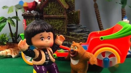 熊二发现了光头强的车,要光头强的车给扔了,小嘟嘟阻止了熊二