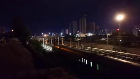 20200712 215840 阳安线客车Z390次列车进汉中站,尾挂轨道检测车
