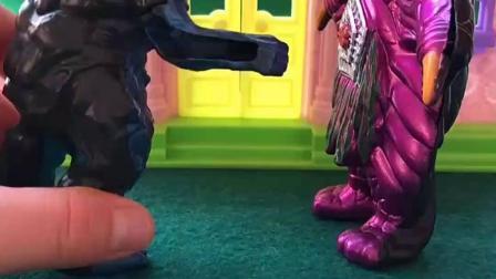 佩奇和乔治都买了怪兽的衣服,他们都穿上,要去找对方玩