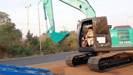 原装进口神钢SK140LC-11挖掘机上拖车 (720p)