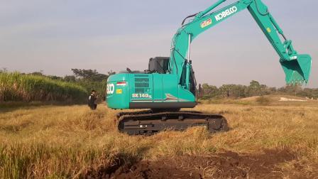 进口神钢sk140lc-11挖掘机和卡车EP.7941