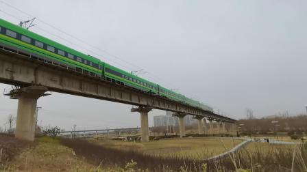 20210116_140511 西康铁路 D9425次(西安-安康)通过灞桥湿地公园 垃圾桶FXD3J-0049