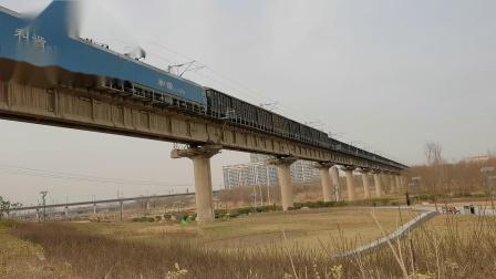 20210116_143743 西康铁路 西局安段HXD1-1058牵引货列下行通过灞桥湿地公园