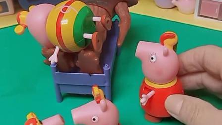 小猪佩奇来找乔治,不料发现怪兽,佩奇叫来猪妈妈
